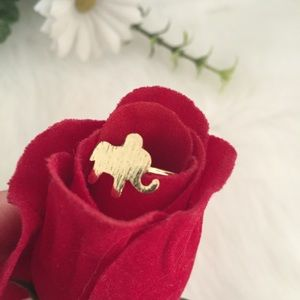 NEW Elephant ring in gold